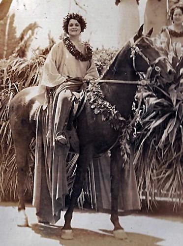 Anna Riding Pa u on a Hawaiian horseback riding holiday