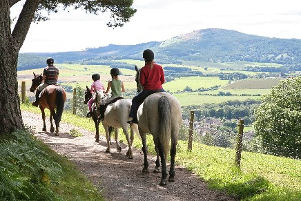 horseback riding vacation at crieff riding stables, horse riding perthshire scotland, pony trek scottish highland