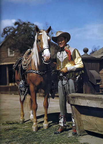 Watch the Happy Trails float honoring Roy Rogers and his palomino horse Trigger in the Tournament of Roses Parade.